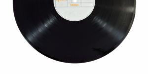 pexels-album-black-classic-geel